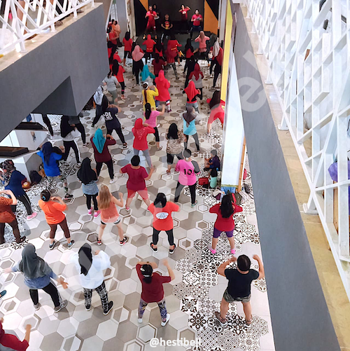 Kelas Zumba di The Central Mall